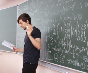 La licence de mathématiques peut vous mener à l'enseignement mais aussi à un panel de débouchés variés.