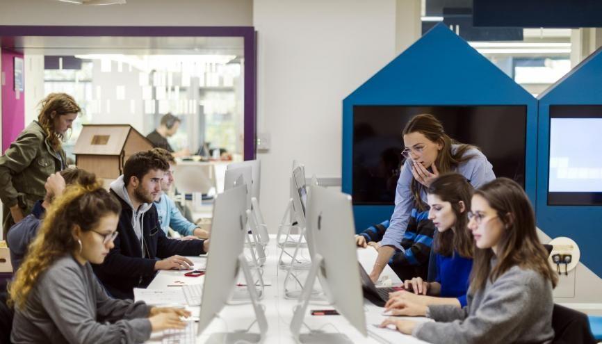 """Avec son initiative """"Company Inside"""", l'EM Lyon va plus loin que l'apprentissage en garantissant un CDI à plusieurs de ses élèves. //©Romain Étienne/ITEM"""