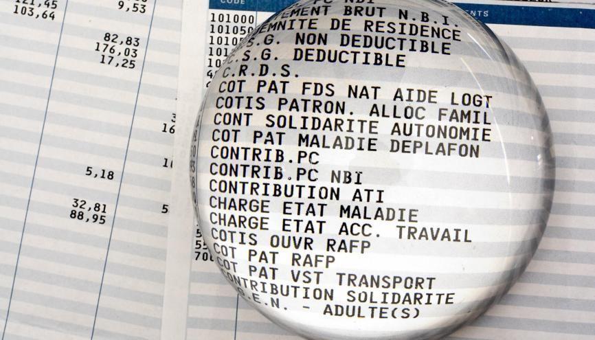 Le bulletin de salaire : des chiffres et des lettres pas toujours clairs... //©Michel GAILLARD/REA