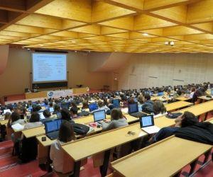 Cours en amphi à la faculté de médecine d'Angers.