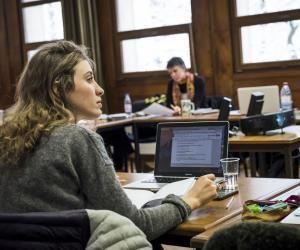 Les étudiants du master 2 économie du développement de l'université Paris 1 suivent des cours dans les locaux de l'IEDES (Institut d'étude du développement économique et social) en plein cœur du bois de Vincennes.
