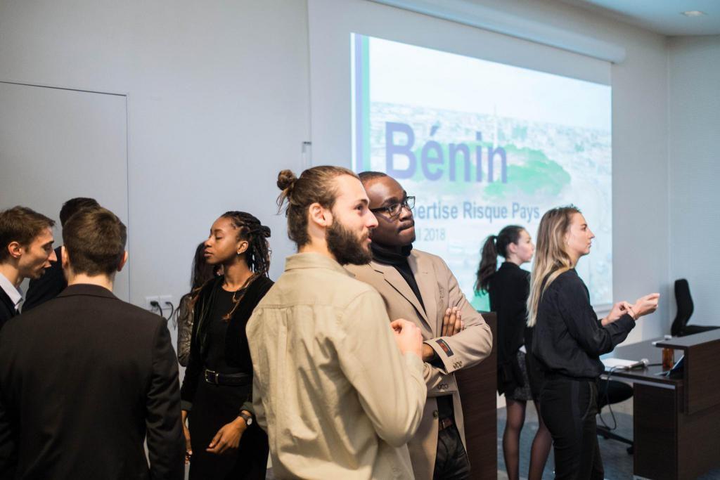 Pendant trois mois, des étudiants de quatrième année se mettent au service d'une entreprise ou d'une organisation souhaitant s'implanter dans un pays, ici le Bénin. //©Eugénie Baccot/Divergence pour l'Etudiant