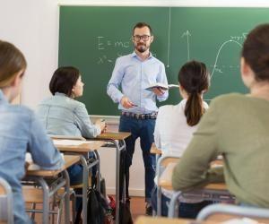 La prépa ATS offre un équilibre entre les enseignements scientifiques et techniques.