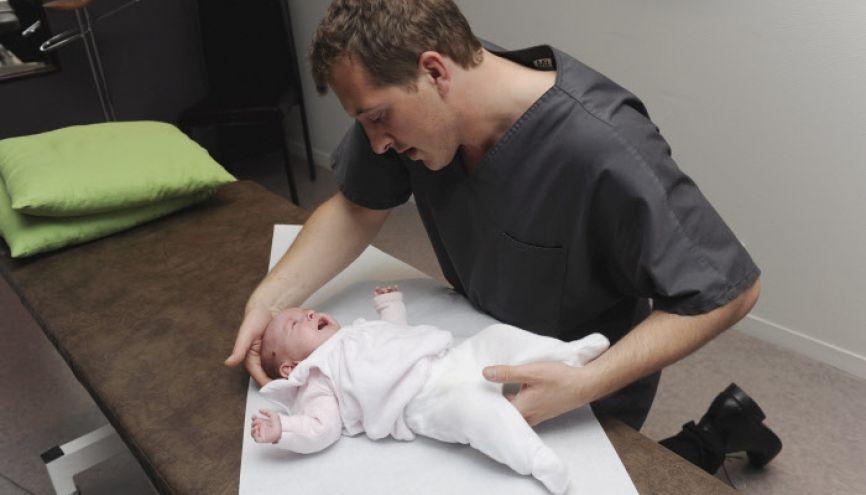Ostéopathie pédiatrique à Toulouse. //©Lydie Lecarpentier / R.E.A