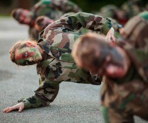 La formation physique et militaire est intensive à l'École spéciale militaire de Saint-Cyr-Coëtquidan qui compte une dizaine de filles parmi ses 125 élèves.