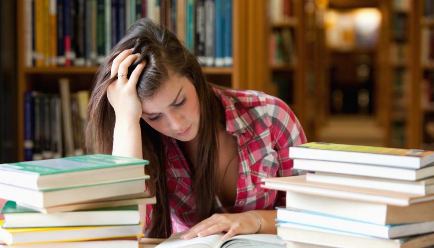 Lire plus vite, cela s'apprend ! //©Shutterstock