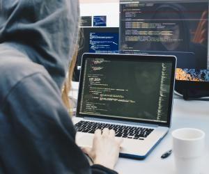 L'Etudiant et le projet Voltaire vous livrent quelques expressions pour vous familiariser avec le langage geek.