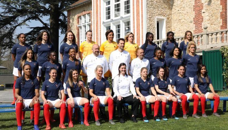 L'équipe de France féminine de football sélectionnée par Corinne Diacre compte de nombreuses joueuses diplômées.