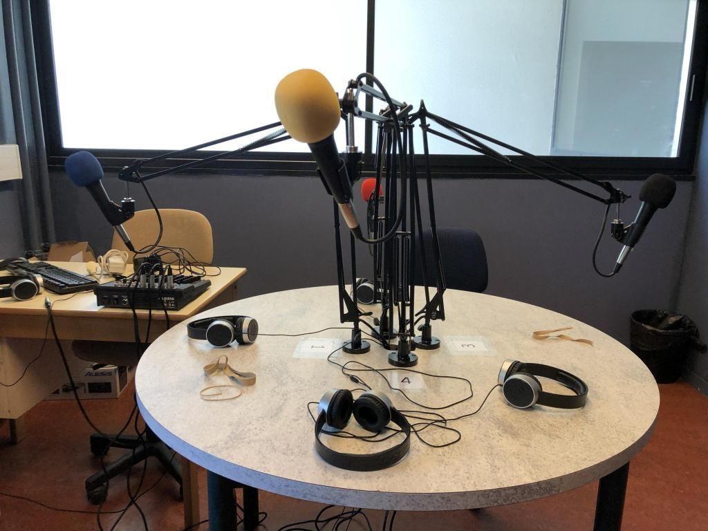 Le studio radio a été aménagé et personnalisé par les élèves, grâce à une subvention du Conseil régional. //©Eva Talma