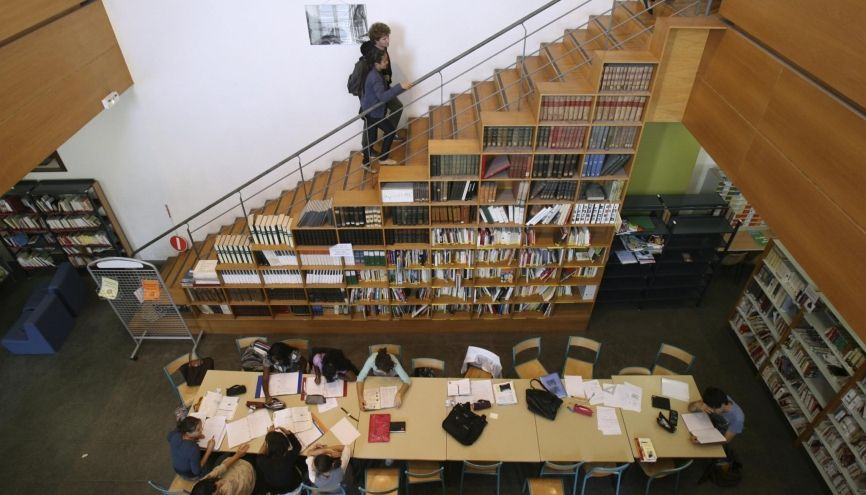 La prépa nécessite un travail important et régulier. Ici, les élèves du lycée Thiers à Marseille révisent à la bibliothèque. //©Ian Hanning / R.E.A