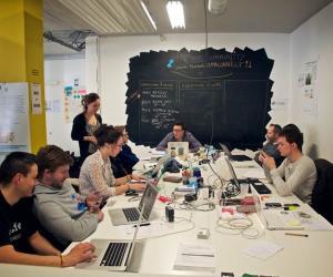 Débuter dans une PME peut avoir beaucoup d'avantages. Ici, dans les locaux de la start-up Noosfeer.