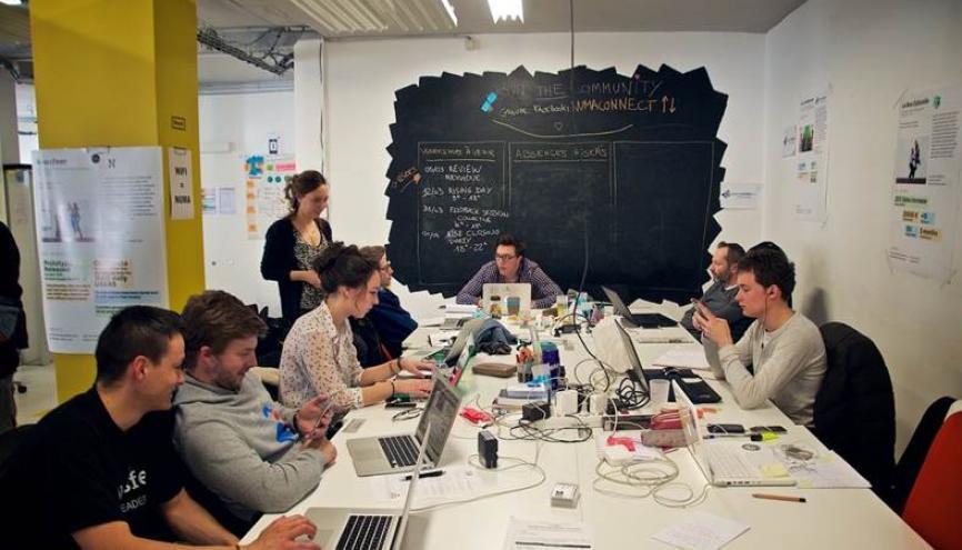 Débuter dans une PME peut avoir beaucoup d'avantages. Ici, dans les locaux de la start-up Noosfeer. //©Startup Begins