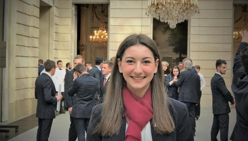 Eugénie Ledent, 20 ans,  étudiante en deuxième année de BTS à l'école hôtelière du Périgord a été sélectionnée pour rejoindre l'équipe de France des métiers et reçue à l'Elysée le 7 mai par le président Macron. //©Etienne Gless