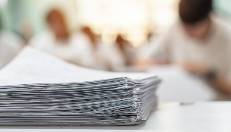 À l'université, il sera possible de valider votre semestre en ayant un certain nombre de notes en dessous de la moyenne.