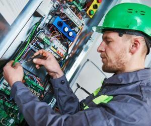 Vous pouvez devenir technicien maintenance d'ascenseur en faisant un contrat de professionnalisation.