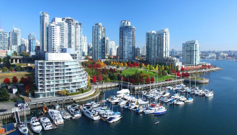 Vancouver, sur la côte ouest canadienne, est une ville cosmopolite et accueillante.