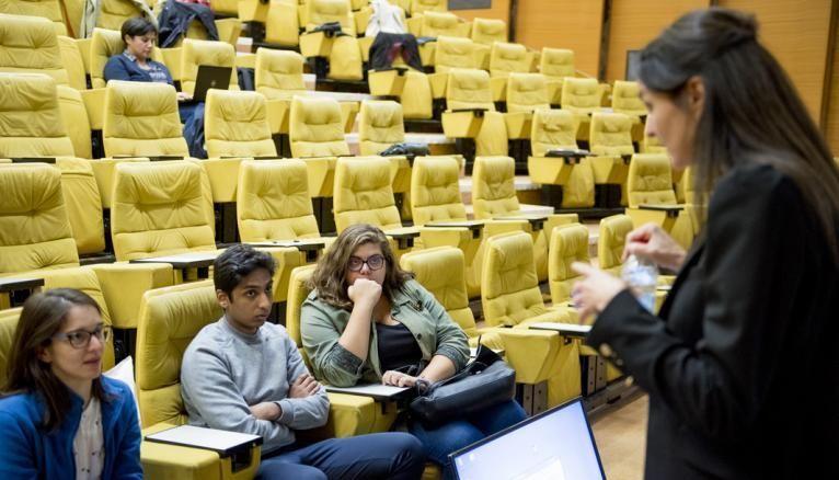 Joana lors d'une réunion sur l'orientation organisée au ministère de l'Enseignement supérieur.