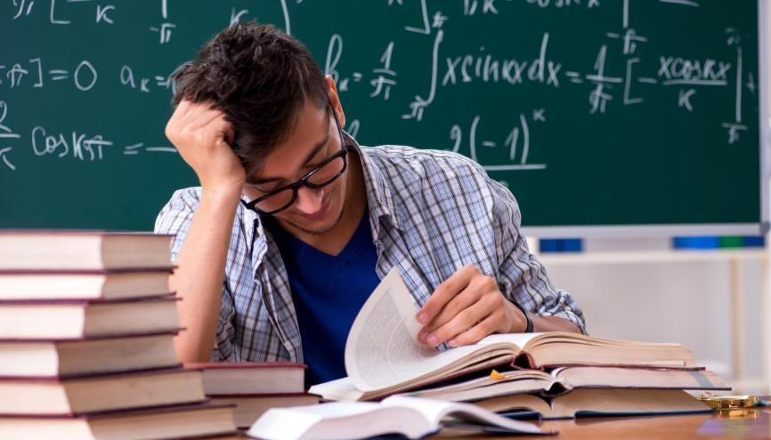 Les prépas scientifiques sont réputées pour être denses en terme d'enseignement. //©Adobe Stock/Elnur
