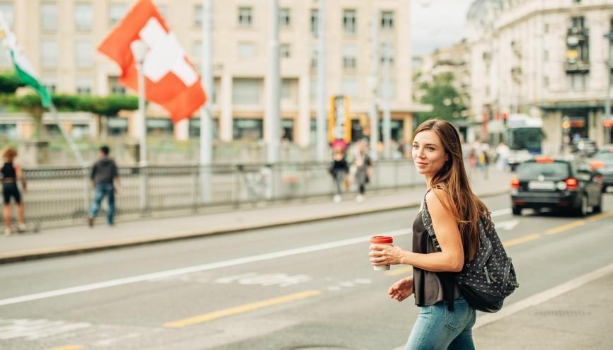 La Suisse attire des jeunes de tout le continent, qui se pressent pour intégrer ses écoles reconnues. //©Adobe Stock/ annanahabed
