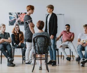 Des ateliers de théâtre peuvent être organisés dans le cadre des 2S2C au collège.