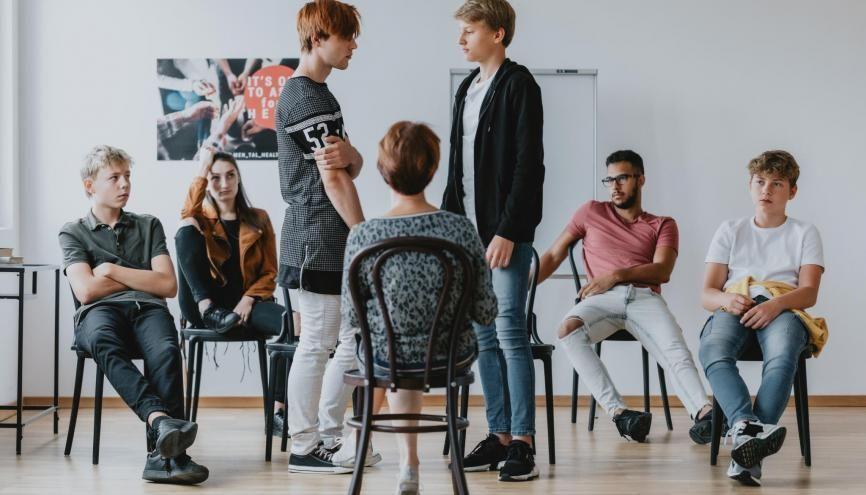 Des ateliers de théâtre peuvent être organisés dans le cadre des 2S2C au collège. //©Adobe Stock/Photographee.eu