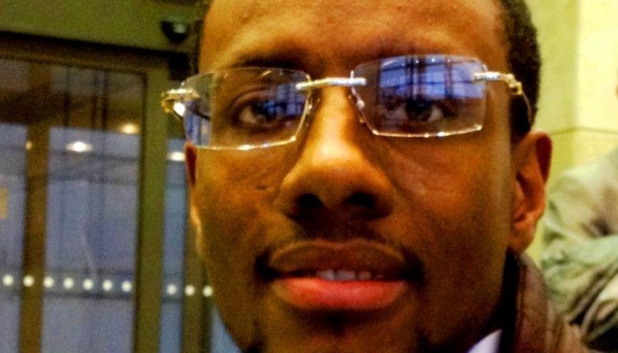 Amadou Diallo, chef de projet IT chez BNP Paribas, a bénéficié du tutorat d'un cadre de SFR grâce à l'association de parrainage Passeport Avenir. //©Etienne Gless
