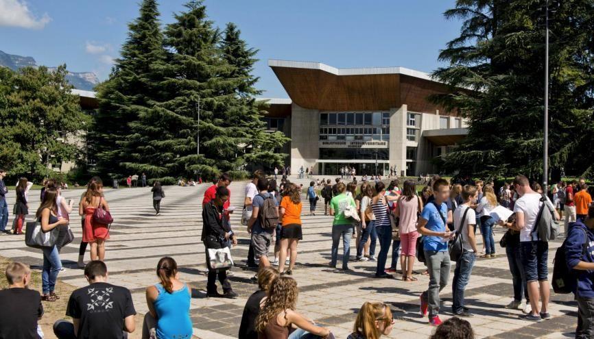 L'université Grenoble Alpes arrive en tête de ce classement de l'insertion après un master de SVT. //©Francois HENRY/REA