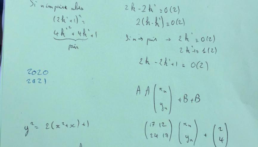 """Raphaël, en terminale S, a surtout écrit sur son brouillon les """"calculs compliqués"""". //©Héloise Noel"""