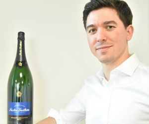 Au Centre vinicole champagne Nicolas Feuillatte, Étienne travaille sur toute la chaîne de création du champagne.