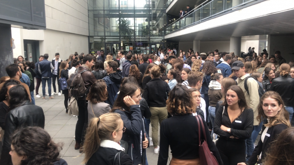 Les quelques 200 étudiants commencent à chercher leur binôme.  //©Pauline Bluteau