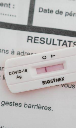 Les tests antigéniques permettent de détecter la présence du coronavirus en une trentaine de minutes.