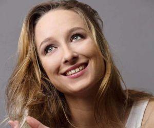 Comédienne et danseuse, Cédrine Chevalier, 25 ans, a plus d'une corde à son arc.