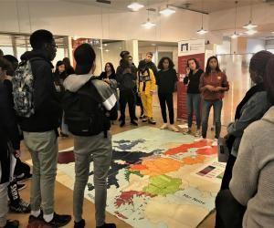 Pendant les Erasmusdays, les lycéens ont évoqué l'histoire de l'UE grâce à une carte géante.