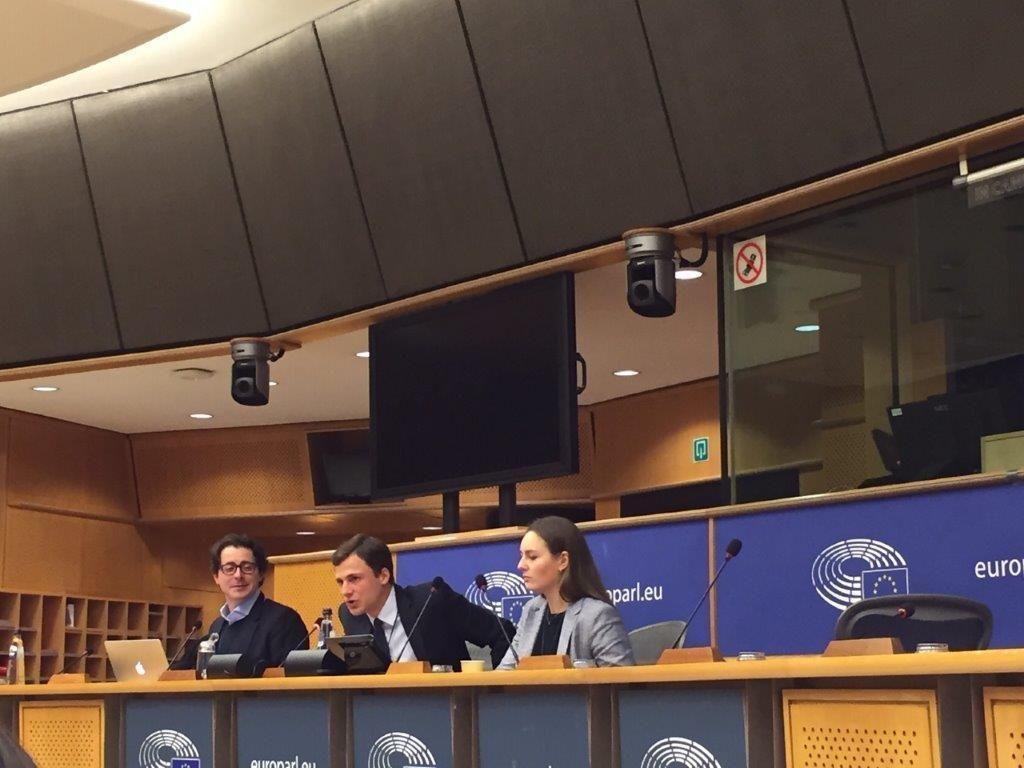 Les représentants des délégations à la tribune pout défendre leurs propositions.  //©Dahvia Ouadia