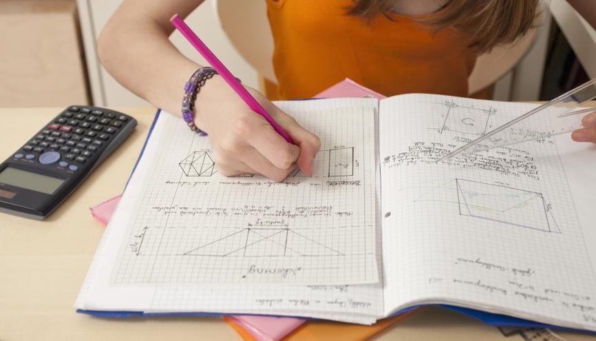 La proportion des très bons élèves en mathématiques reste stable. //©PlainPicture / RelaxImages