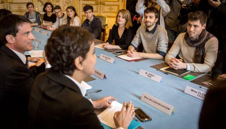 Les syndicats étudiants et lycéens ont été reçus le 11 avril 2016 à l'hotel Matignon sur le projet de loi El Khomri de réforme du Code du travail.