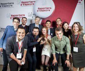 Les étudiants en journalisme de proximité de Vichy ont reçu le prix Jeunes Reporters d'Espoirs le 26 mai 2016 au palais d'Iéna, à Paris.
