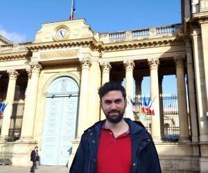 Marc Bonneau, attaché parlementaire de Sandrine Doucet, devant l'Assemblée nationale, vendredi 3 février 2017.