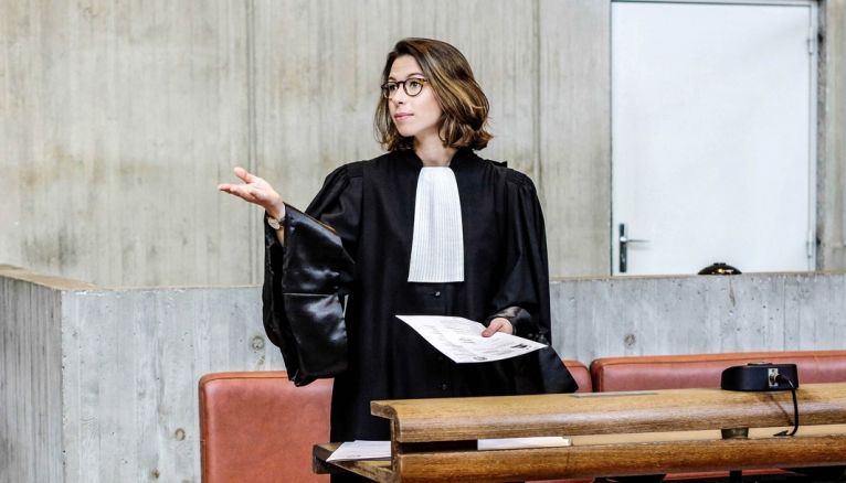 """Céline, """"Dans la série 'Ally McBeal', on ne voit jamais les avocats bosser leur dossier !"""""""