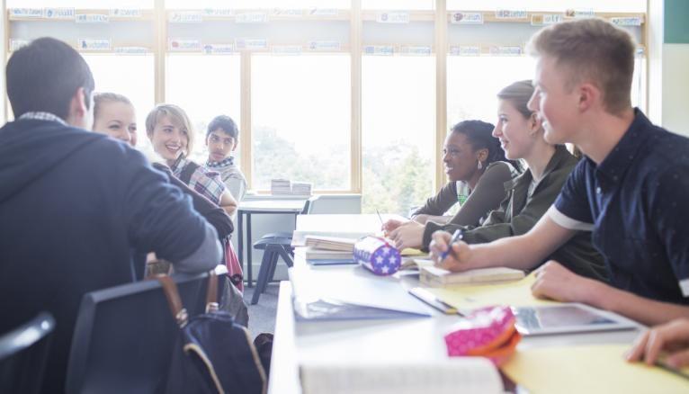 Lycées publics et lycées privés peuvent proposer des cours en petits groupes pour revoir certaines notions.