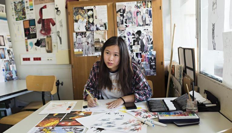 Outre les enseignements techniques, Marie-Christine apprend aussi à monter un dossier technique avec mesures, matières, tissus et dimensions.