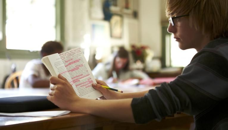 Avant de choisir une spécialité littéraire, autant savoir ce que vous allez apprendre !