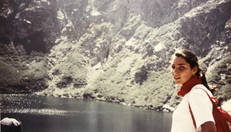 Ici, en Corse, à l'âge de 17 ans, la jeune fille sait déjà qu'elle veut exercer un métier tourné vers les autres.