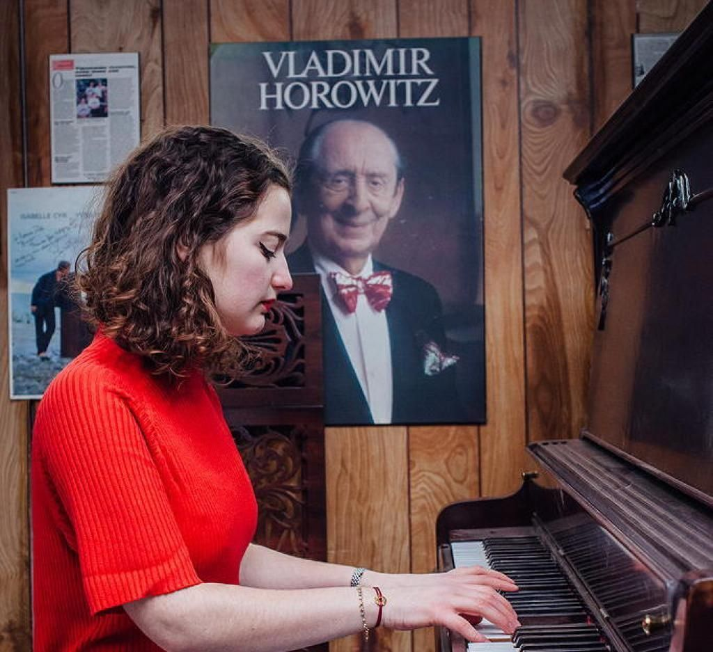 Au sein de la faculté de musique de Montréal, des pianos sont mis à disposition des étudiants. Cela permet à Sophie de pratiquer son instrument de prédilection. //©Valérian Mazataud pour l'Etudiant