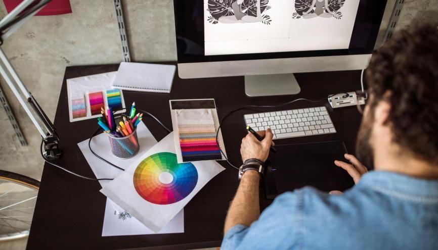 La plupart des écoles recrutent à partir d'une épreuve de dessin. //©Pekic/iStock