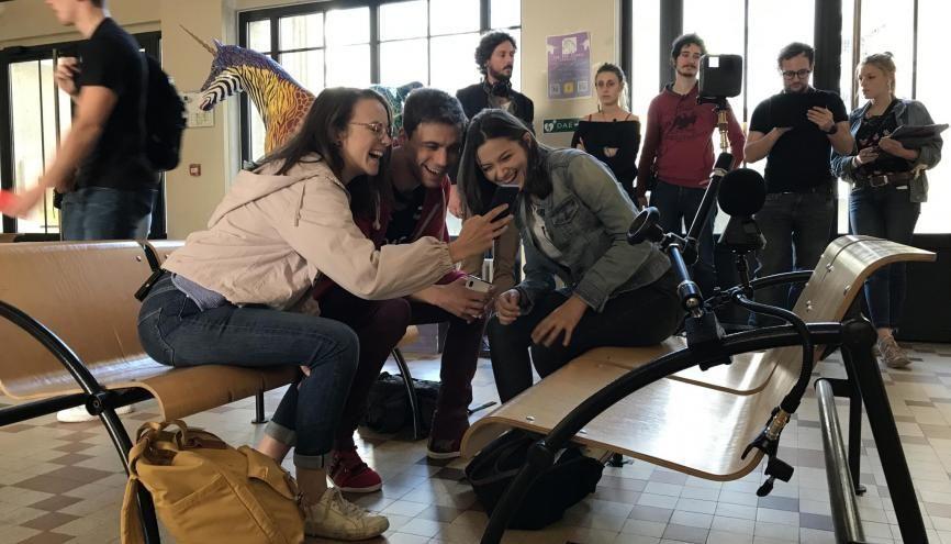 À l'institut Carrel, des jeunes comédiens jouent face une caméra à 360 degrés. //©Thibaut Cojean
