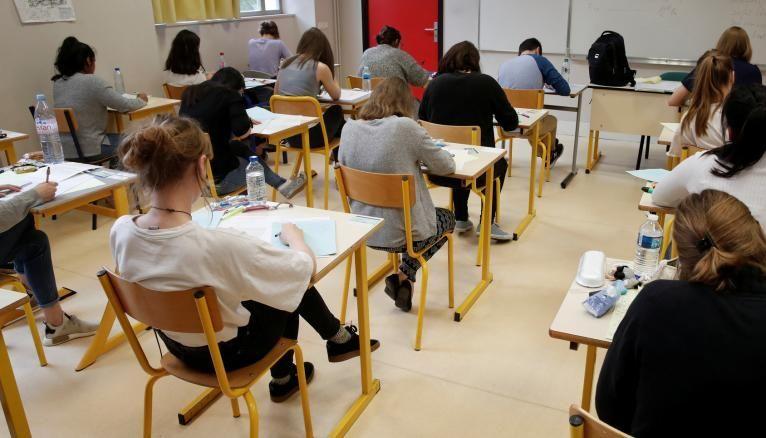 Face à l'annonce du ministre de l'Éducation nationale, les élèves de terminale sont partagés entre le soulagement et la déception.