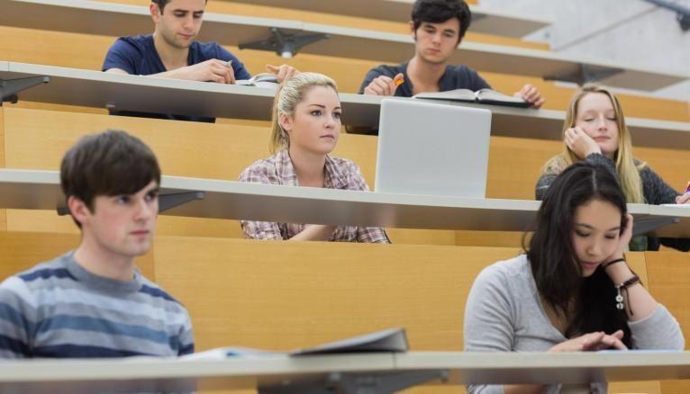 En 2020, les étudiants devraient dépenser en moyenne 2.361 euros.