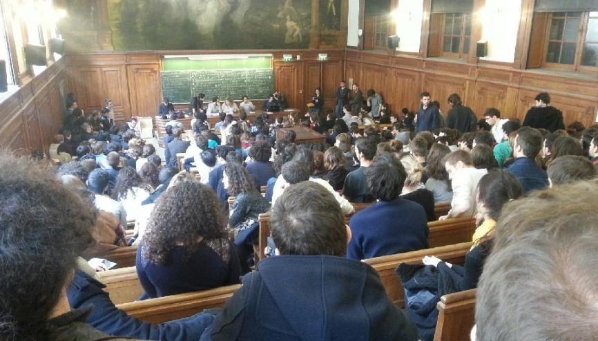 En France, 35 % de la population est diplômée de l'enseignement supérieur. //©Sarah Hamdi
