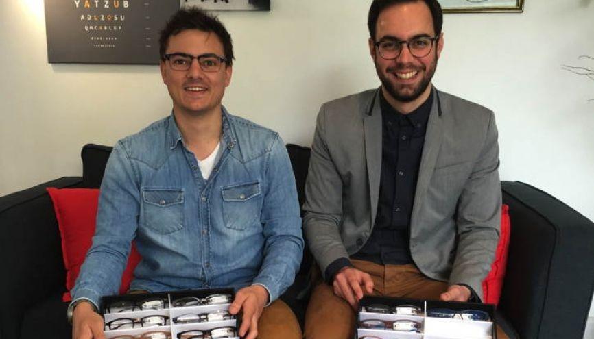 Antoine Hullin et Quentin Lazarus se déplacent chez les clients pour vendre leurs lunettes. //©Photo fournie par les témoins